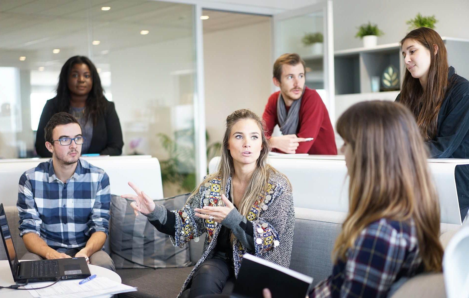 clases grupales de estrategia digital empleados